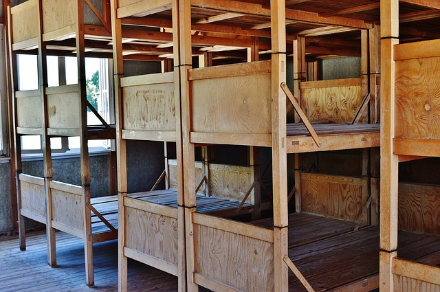 kamar tidur kayu bertingkat