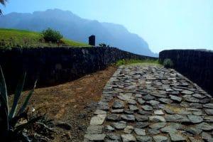jalan sementara dari batu kali